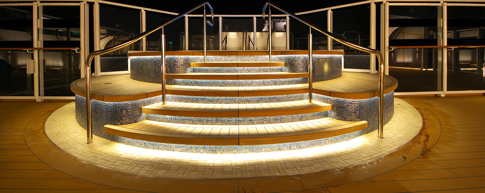 NCL Escape, Whirpool - LED beleuchtet von bluleu LED Solutions